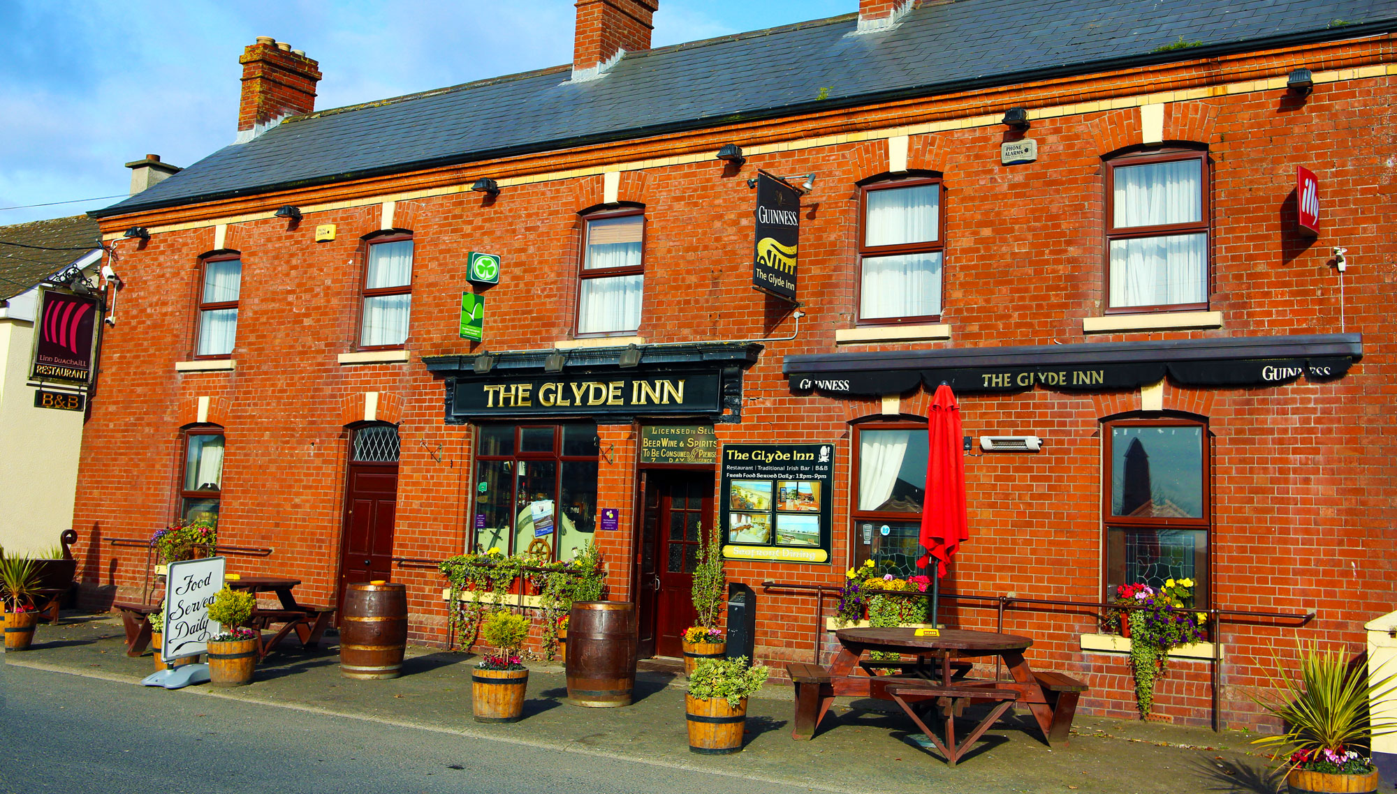 Exterior of Irish Bar at the Glyde Inn